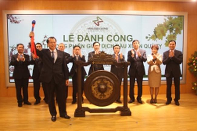 Phó thủ tướng Vũ Văn Ninh đánh cồng khai trương phiên giao dịch đầu xuân Quý Tỵ tại HNX