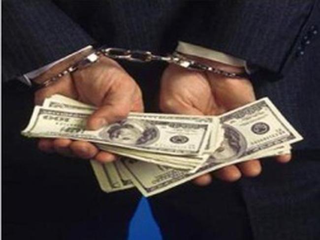 Hai người Nga nghi rút hơn 100 triệu đồng bằng thẻ tín dụng giả