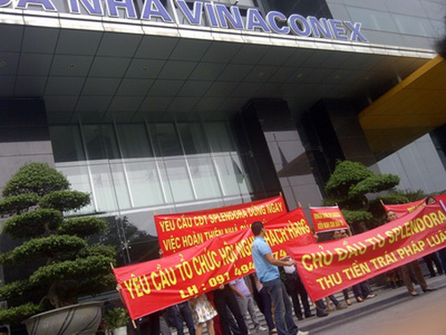 Khách hàng Splendora tập trung đông người tại trụ sở Vinaconex