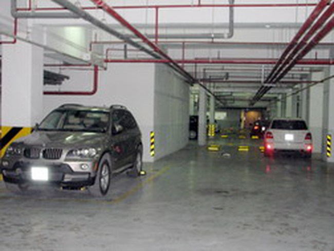 Golden Westlake: Được thu phí trông giữ xe ô tô 2,5 triệu đồng/tháng