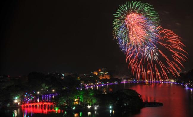 Ngày Giải phóng Thủ Đô, Hà Nội bắn pháo hoa 30 điểm