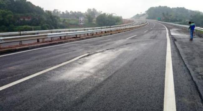 Đến lượt Bộ Xây dựng yêu cầu VEC xử lý sự cố nứt đường cao tốc Hà Nội –Lao Cai