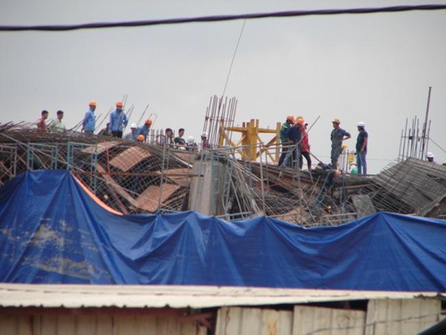 Tầng 1 của công trình Lotte Mart Bình Dương đổ sập