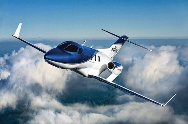 Chiếc HondaJet thương mại đầu tiên đã cất cánh lên bầu trời