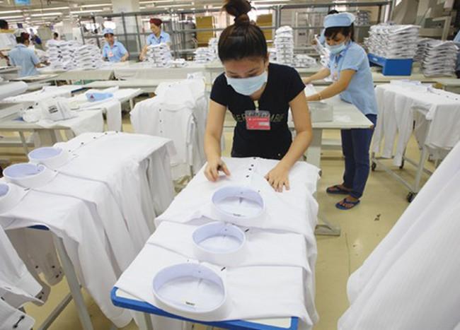 Thời trang Việt: Lỗi thời từ mẫu đến ni
