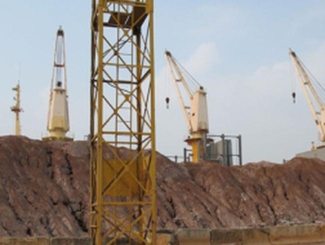 Hàng ngàn tấn quặng bị vứt bỏ ở cảng Hải Phòng