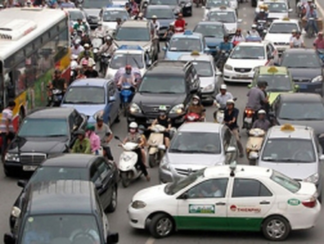 Ôtô, xe máy có thể phải nộp phí sử dụng đường bộ từ 2013