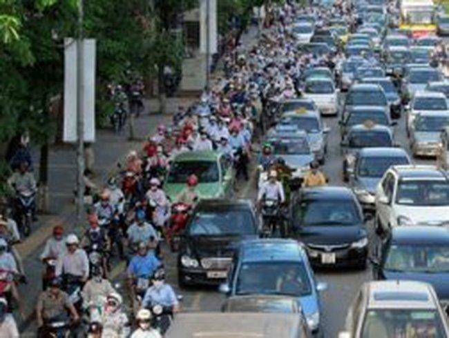 Quyết liệt đề xuất hoãn thu phí đường bộ ôtô
