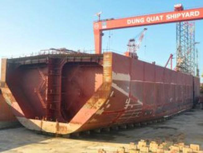 Tàu 63 triệu USD biến thành kho chứa dầu