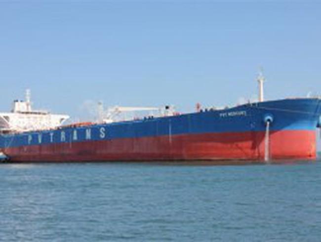 """Tàu chở dầu thô lớn nhất Việt Nam """"nằm bờ"""" chờ 4 triệu USD"""