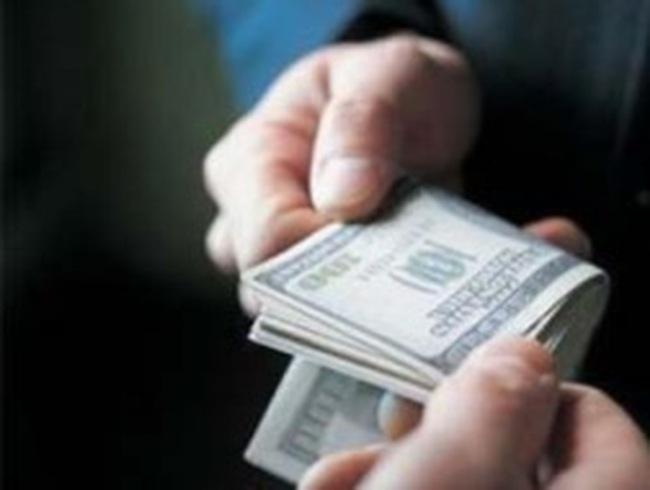 """Doanh nghiệp """"bắt tay"""" với... tham nhũng, hối lộ"""