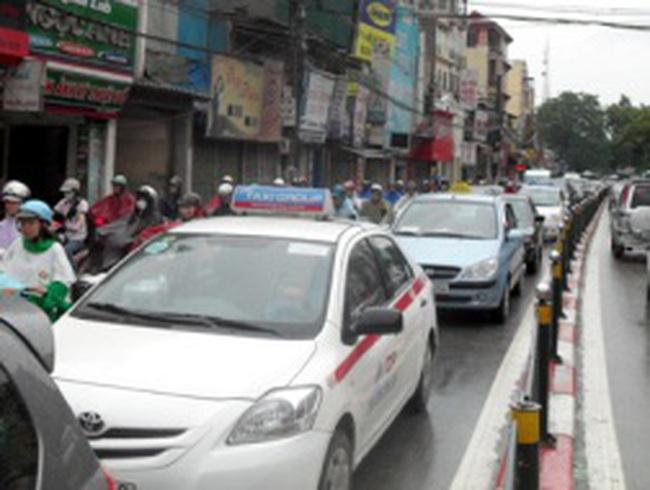 Hà Nội cấm taxi hoạt động trên nhiều tuyến phố