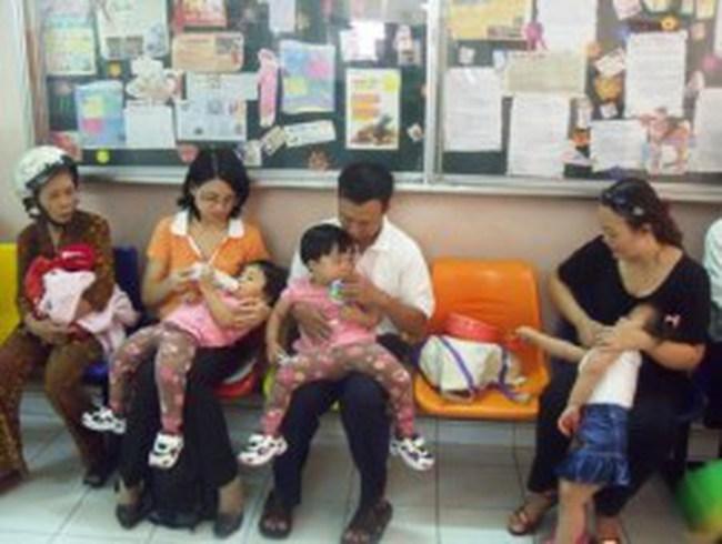 Trẻ tạm trú được cấp BHYT cùng lúc với giấy khai sinh