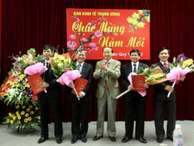 Trao quyết định điều động bốn phó trưởng Ban Kinh tế Trung ương
