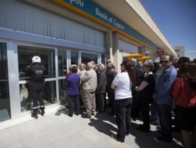 Nhà giàu Nga bỏ Cyprus đến Mỹ