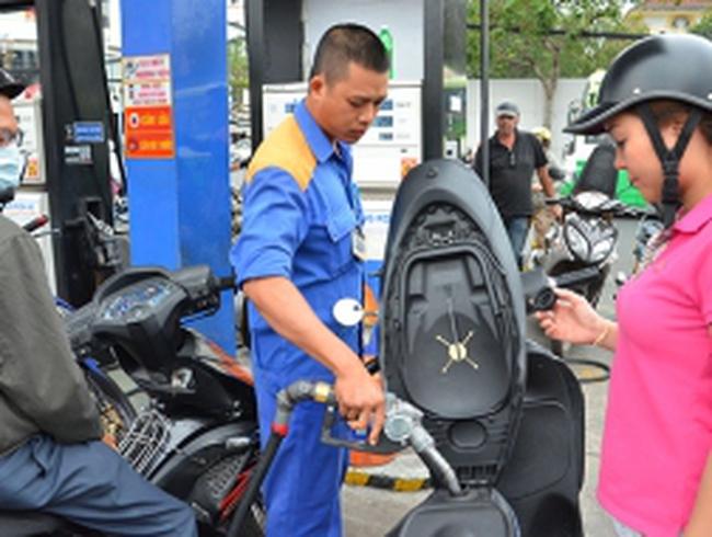 Lợi ích nhóm chi phối giá xăng dầu?
