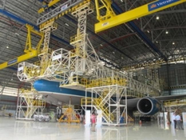 Cắt băng khánh thành hangar ở sân bay Tân Sơn Nhất