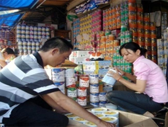 Sợ sữa độc: Cửa hàng dừng bán, dân tránh xa