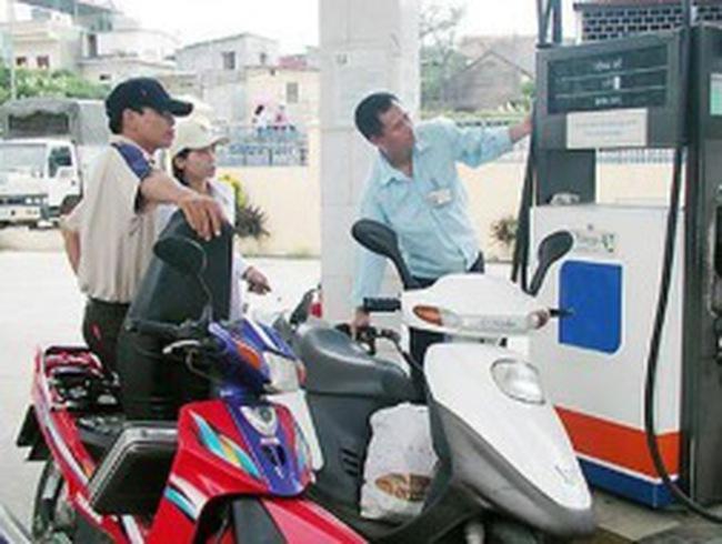 Lãi lớn, xăng dầu lại tăng chiết khấu cho đại lý