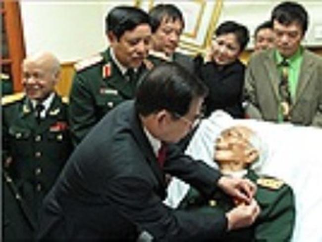 Xem lại hình ảnh xúc động mừng thọ Đại tướng 100 tuổi