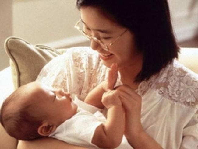 Lao động nữ hưởng 2 chế độ khi sinh nở