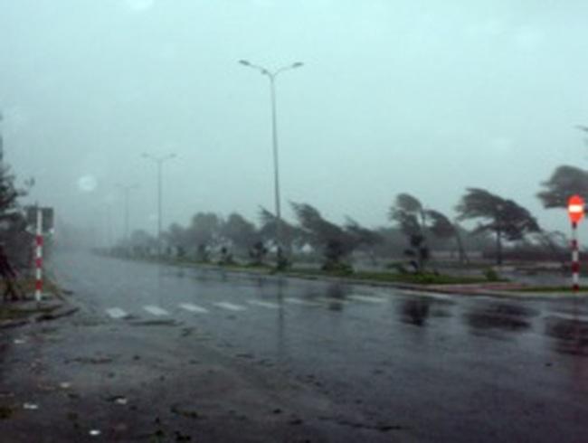 Bão số 11 gây thiệt hại nặng nề cho các tỉnh miền Trung