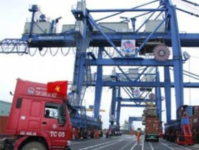 Việt Nam nhập siêu 310 triệu USD từ đầu năm