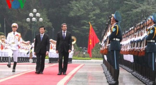 Chủ tịch nước đón và hội đàm với Tổng thống Bulgaria