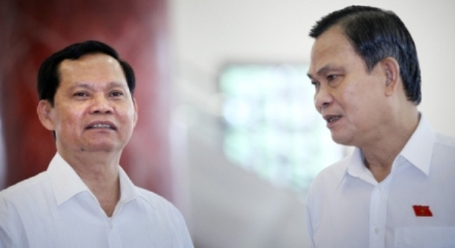 Bộ trưởng Nội vụ chờ báo cáo về 'công chức cắp ô'