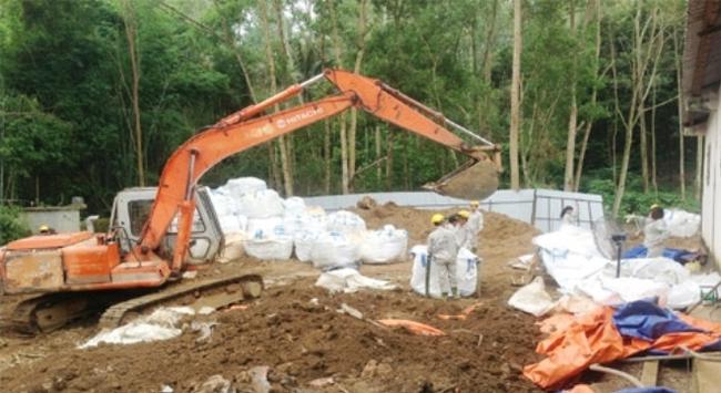 Thanh Hóa: Vụ chôn hóa chất: Dừng khai quật... vì thiếu tiền