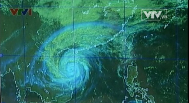 Tâm bão Haiyan di chuyển song song bờ biển các tỉnh Trung Bộ