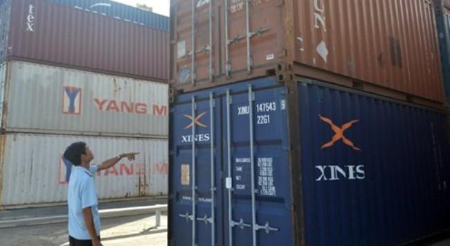 TPHCM: Hàng hóa chờ thông quan ùn ứ tại cảng