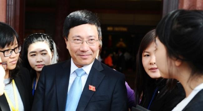 Phó thủ tướng Phạm Bình Minh lần đầu trả lời báo giới