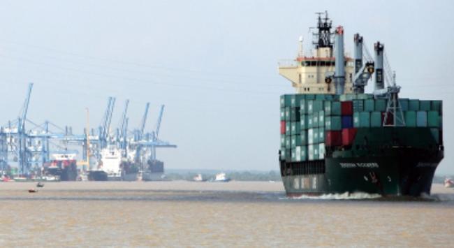 Đầu tư cảng biển: Cạm bẫy ngọt ngào