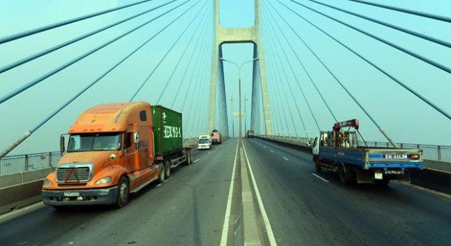Cầu Phú Mỹ đổ nợ