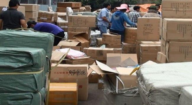 Hàng hóa 'khủng' trong 10 container nhập lậu ở Sài Gòn
