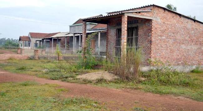 Nhà tái định cư bị bỏ hoang