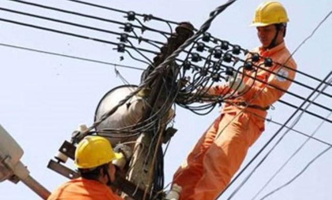 Đối mặt với lạm phát cao nếu giá điện tăng 10%