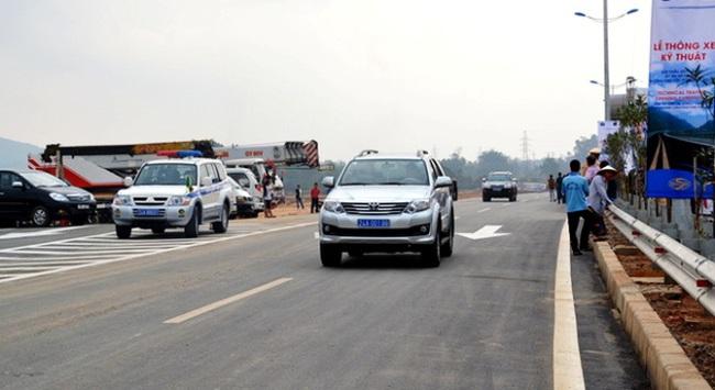 Thông xe kỹ thuật tuyến cao tốc Nội Bài - Lào Cai
