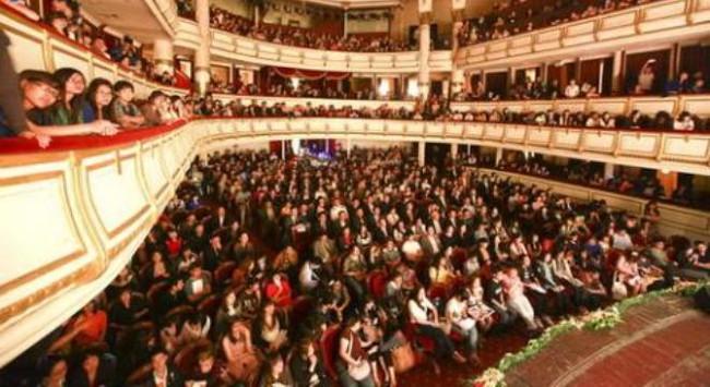 Nhà hát cho đám cưới thuê: Chuyện quá bình thường!