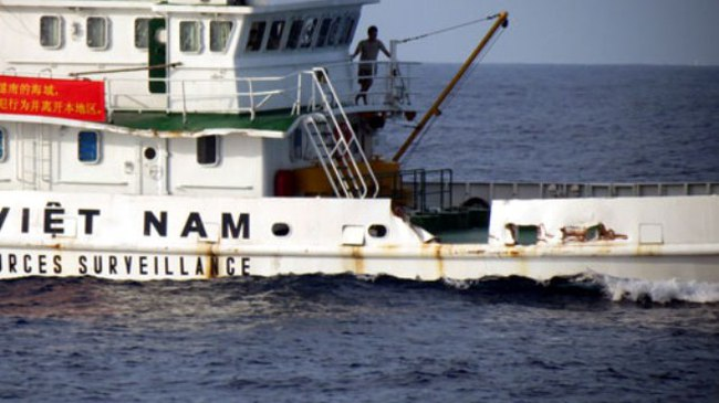 Tàu Trung Quốc đâm hỏng tàu kiểm ngư Việt Nam