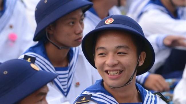 Bộ trưởng Bộ Quốc phòng: Học chính quy mới hoãn nhập ngũ