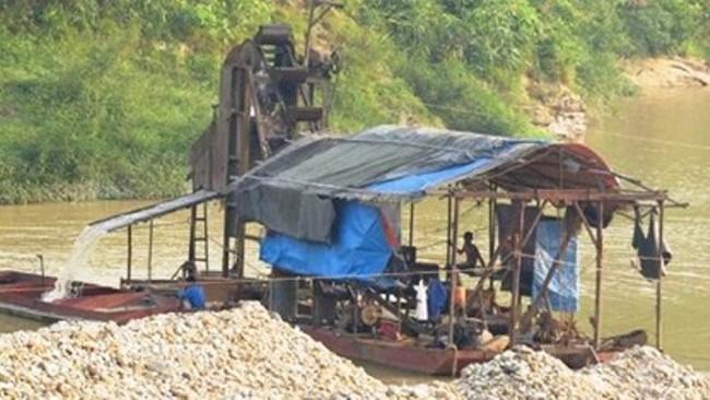 """Nạn """"cát tặc"""" ngang nhiên lộng hành ở Bắc Giang"""