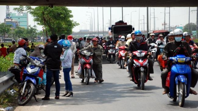 Đề xuất thu phí đường bộ xe máy từ 1-1-2015