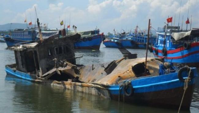 Tàu chở dầu phát nổ ở Thanh Hóa, nhiều người thương vong