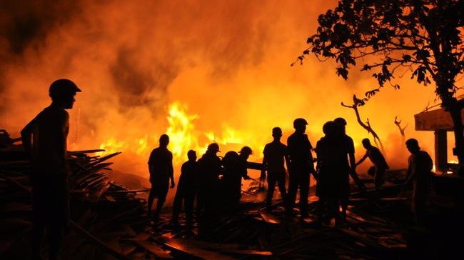 Cháy lớn ở Công ty sách và thiết bị trường học tỉnh Phú Yên