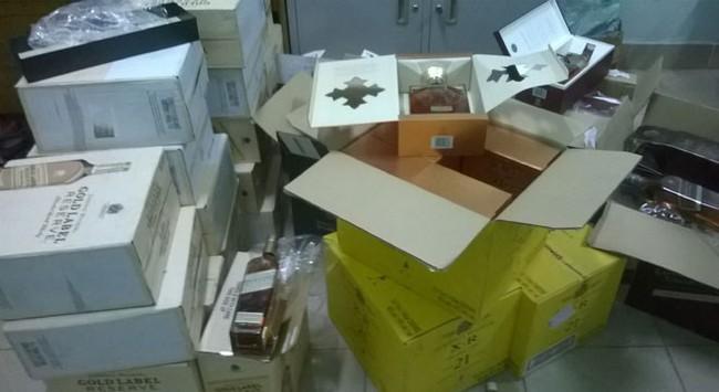 Phát hiện gần 200 chai Johnnie Walker không rõ nguồn gốc tại Hà Nội