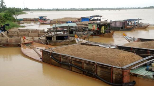 Hà Nội: Triệt phá vụ khai thác cát lậu quy mô lớn