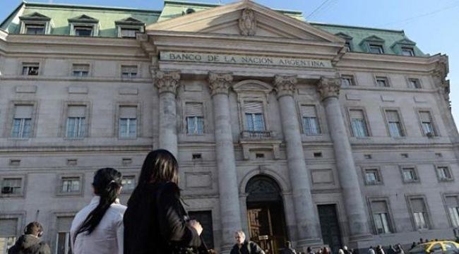 Argentina bất ngờ khám xét các ngân hàng và tổ chức tài chính