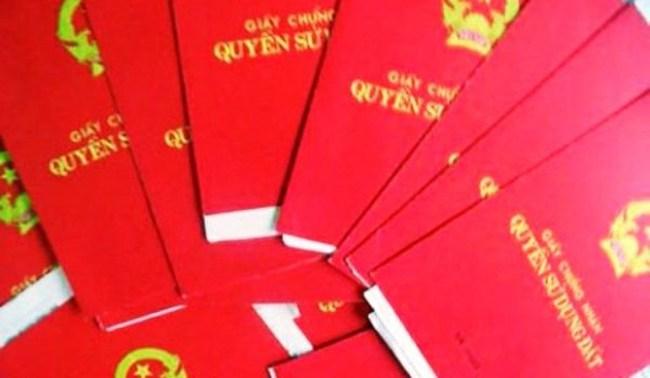 Hàng trăm nghìn cuốn sổ đỏ không có người đến nhận